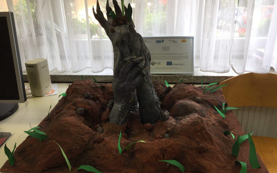 V sodelovanju z MCT gostimo skulpturo PUSTI MI (OD)RASTI